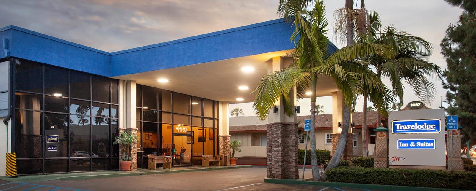 Location of Travelodge Anaheim Inn & Suites California