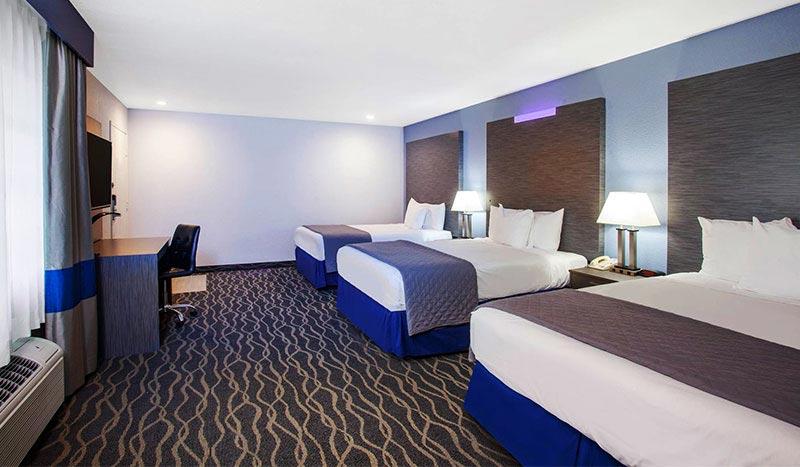 Travelodge Anaheim Inn & Suites Three Queen Size Beds
